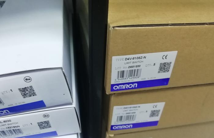 欧姆龙PLC控制器连接电缆 CP1W-CN811全新原装OMRON